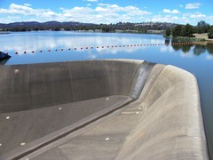 lake tuggeranong overflow
